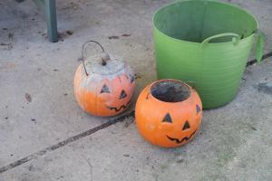 concrete-pumpkins-1
