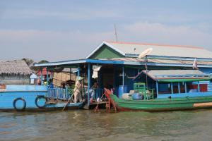 floating-village-cambodia-1