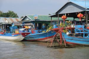 floating-village-cambodia-14