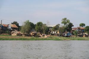 floating-village-cambodia-4