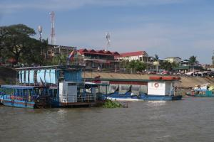 floating-village-cambodia-6