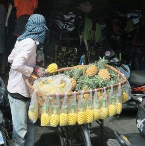 pineapple-carving-phnmom-pen1
