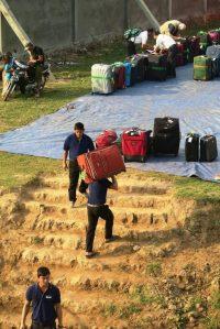 unloading-luggage-5